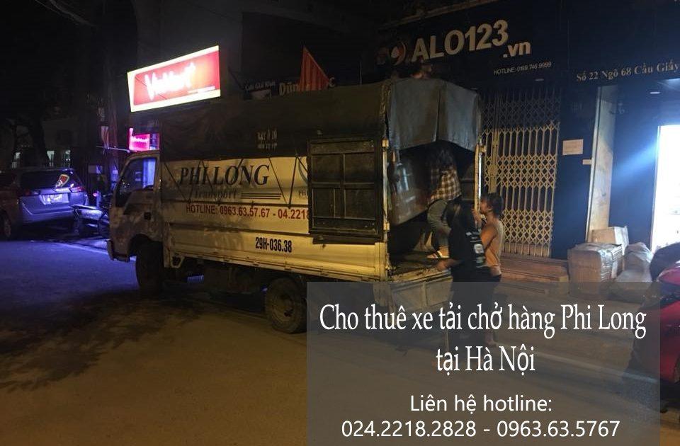 Xe tải chở hàng tại phố Lê Lợi